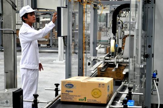 Dây chuyền sản xuất sữa bột của Vinamilk Ảnh: TẤN THẠNH