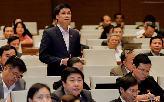 Phó trưởng Đoàn Đại biểu Quốc hội TP Hà Nội Ngọ Duy Hiểu chất vấn tại hội trường Ảnh: NGUYỄN NAM