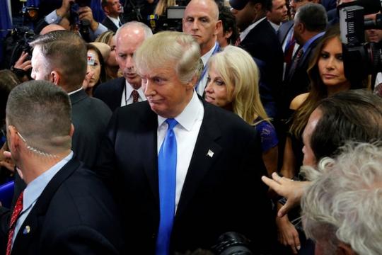 Nhiều người dùng mạng nghi ngờ sức khỏe của ông Trump. Ảnh: Reuters