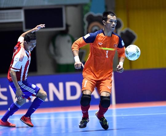 Màn trình diễn xuất sắc của thủ môn Ngô Đình Thuận đưa tuyển futsal Việt Nam vào vòng 1/8 World Cup futsal 2016