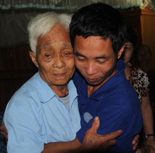 Nhiều người thân đã không cầm được nước mắt trong ngày thuyền viên Phương đoàn tụ với gia đình