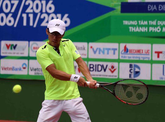 Shiga, tay vợt thi đấu với sức bền cực cao