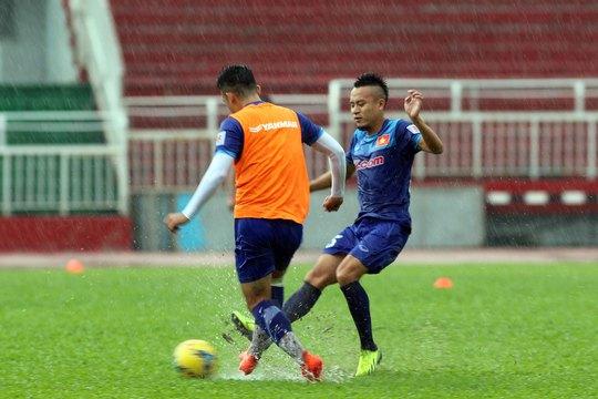 Huy Toàn (phải), một trong 2 tuyển thủ hiện có nền tảng thể lực tốt nhấtẢnh: Quang Liêm