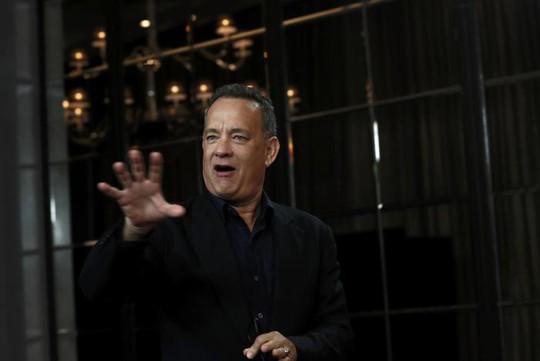 Vợ chồng Tom Hanks thắng kiện hai tờ báo lá cải
