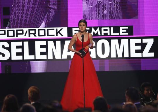 Selena Gomez được nhiều người theo dõi nhất trên Instagram