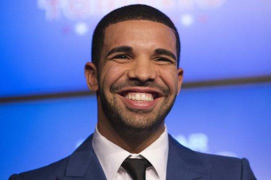 Drake và nụ cười rạng rỡ