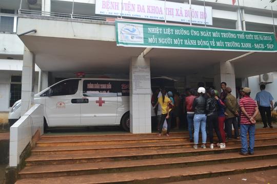 Bệnh viện và gia đình đưa thi thể cháu Ph. về nhà tổ chức tang lễ