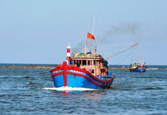 Tàu cá ngư dân Quảng Ngãi ra khơi. Ảnh minh họa