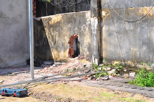 Lỗ thủng trên tường các học viên tạo ra để bỏ trốn khỏi trung tâm cai nghiện BR-VT