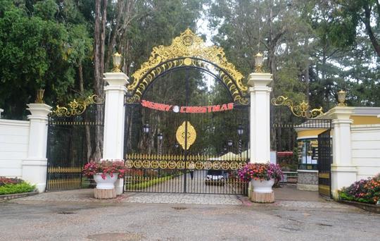 Khu du lịch King Palace - Dinh I Đà Lạt thông báo tăng giá vé gần 5 lần sau khi trùng tu, nâng cấp. Ảnh: Thạch Thảo