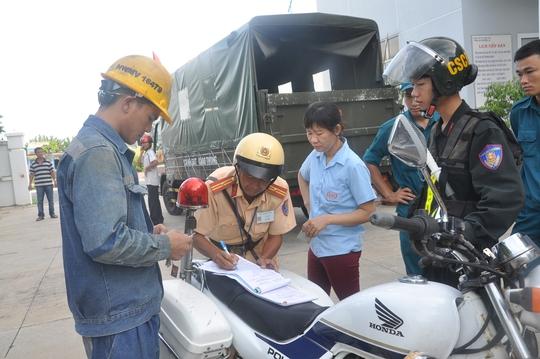 Đội CSGT TP Vũng Tàu lập biên bản xe vi phạm