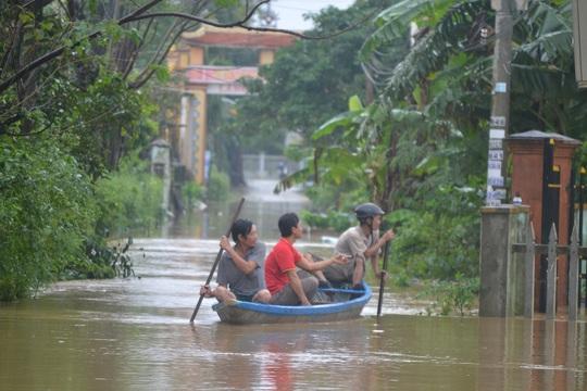 Quảng Nam: 5 thủy điện xả lũ, hạ du ngập nặng