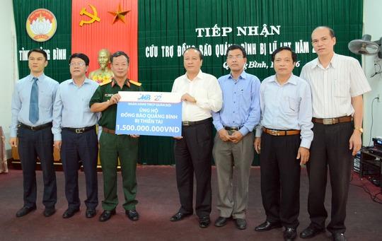 Hàng tỷ đồng của CBNV MB đã về tới đồng bào miền Trung