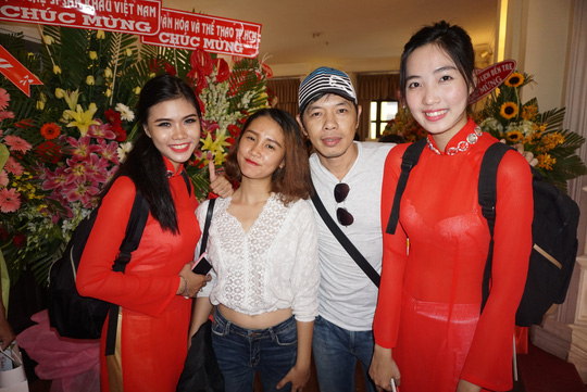 NS Thái Hòa và các sinh viên Trường Đại học Sân khấu Điện ảnh TPHCM