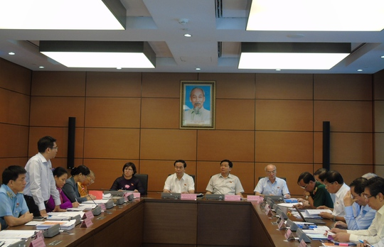 Thảo luận tại Tổ TPHCM sáng 21-10 về dự án Luật sửa đổi Bộ luật Hình sự năm 2015-Ảnh: Văn Duẩn