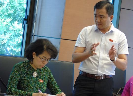ĐB Nguyễn Minh Đức phát biểu thảo luận tổ TPHCM-Ảnh: Văn Duẩn