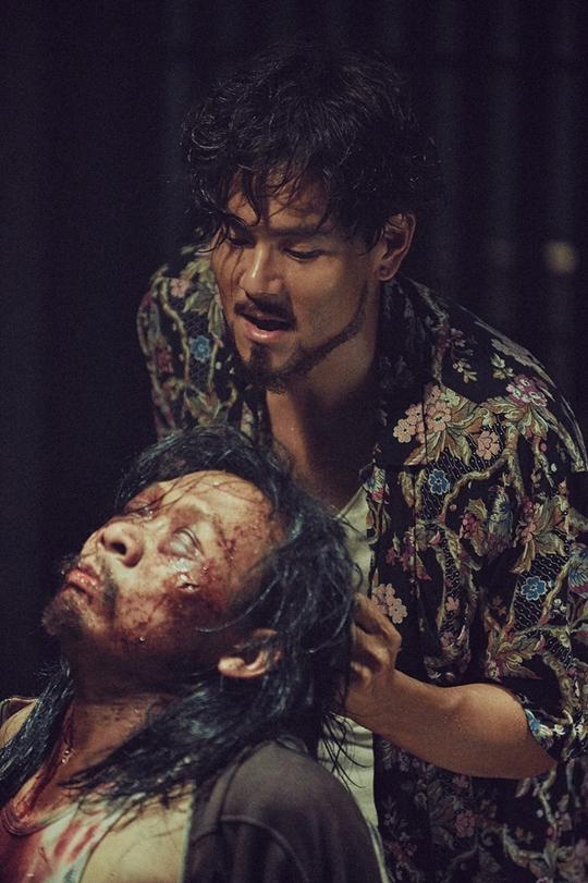Phim có không ít cảnh bạo lực, khốc liệt
