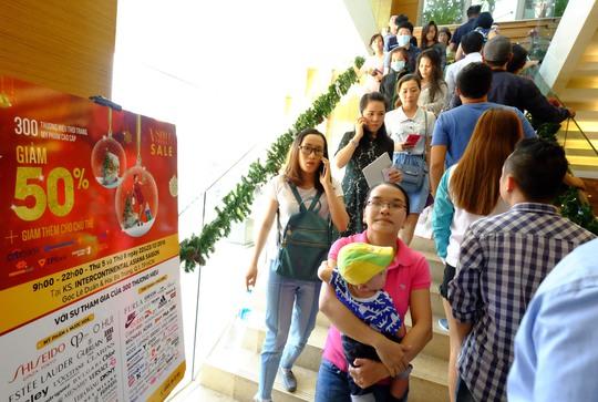 Diễn ra trong hai ngày 22 và 23-12 tại khách sạn Intercontinental Asiana Saigon (góc Lê Duẩn – Hai Bà Trưng, quận 1, TP HCM), sự kiện Vstyes Private thu hút rất đông khách hàng đến săn hàng giảm giá.
