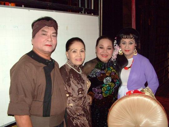 NSƯT Út Bạch Lan, NS Thanh Tú, NSND Ngọc Giàu và NS Trang Bích Liễu trong chương trình Làn điệu phương nam