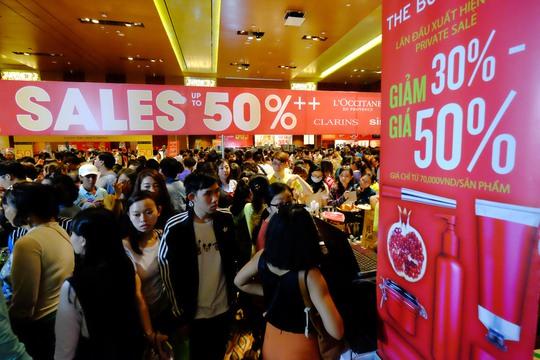 Đợt khuyến mãi lần này với khoảng 300 thương hiệu cao cấp đồng loạt sale và hơn 500 triệu món hàng được bán ra