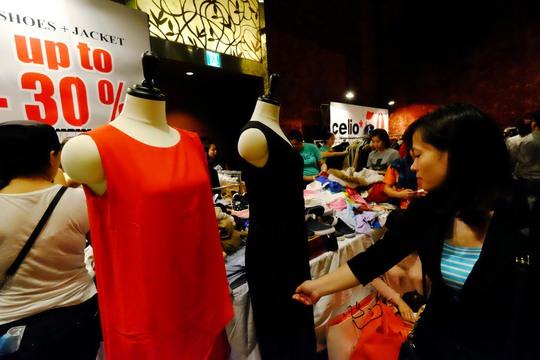 Chị Quỳnh (ngụ quận Tân Bình) cho biết chị mua quần áo tại Vincy nhưng giảm giá không nhiều so với những mặt hàng khác