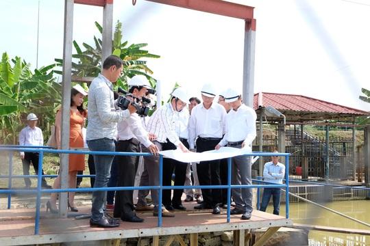 Lãnh đạo tỉnh Quảng Nam khẳng định nhà máy thép không ảnh hưởng đến nước sinh hoạt của Đà Nẵng. Trong ảnh, cơ quan chức năng kiểm tra nhà máy nước Cầu Đỏ, nơi cung cấp nước sinh hoạt cho người dân TP Đà Nẵng