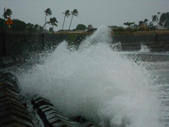 Vùng biển Lý Sơn có gió giật cấp 7, biển động dữ dội (ảnh Văn Mịnh)
