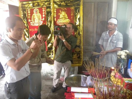 Taxi Tiên sa đến thăm hỏi,hỗ trợ cho gia đình có người chết ở Quảng Bình trong đợt lũ
