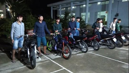 9 thanh niên tụ tập đua xe bị bắt giữ. Ảnh: Công an cung cấp
