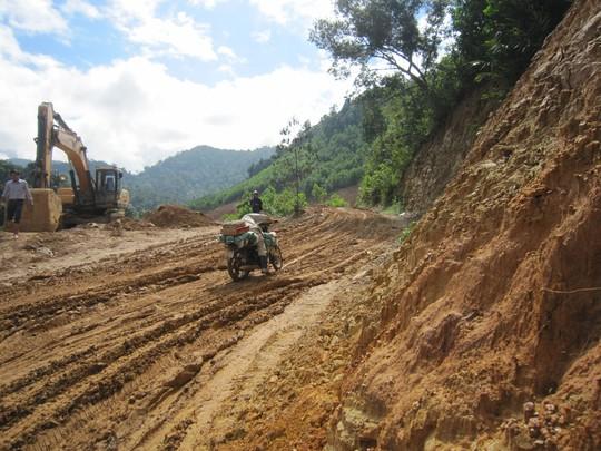 Đường La Sơn - Túy Loan đang thi công đoạn qua Vườn Quốc gia Bạch Mã