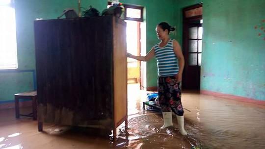 Nước rút, bùn đầy phòng học