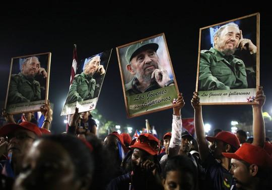 Người dân Cuba tiễn biệt Lãnh tụ Fidel Castro. Ảnh: Reuters