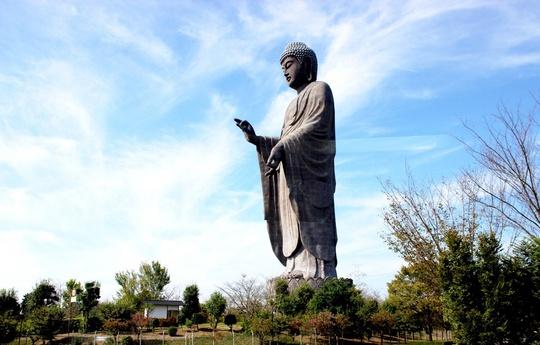 Đối với người dân xứ Phù Tang, đại tượng Phật Ushiku Daibutsu là nơi mang ý nghĩa tinh thần to lớn.