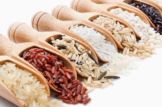 Gạo trắng ít dinh dưỡng hơn gạo màu đen và nâu sẫm
