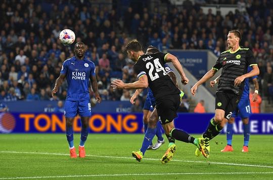 Cahill rút ngắn tỉ số 1-2 cho Chelsea