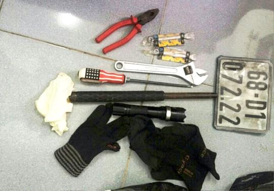Tang vật sử dụng trộm cắp bị công an thu giữ.