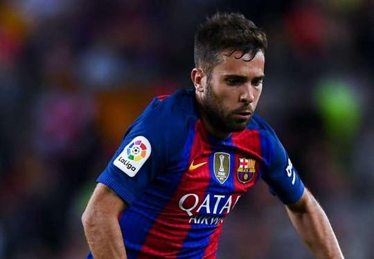 Jordi Alba rời sân chỉ sau 10 phút vì tái phát chấn thương