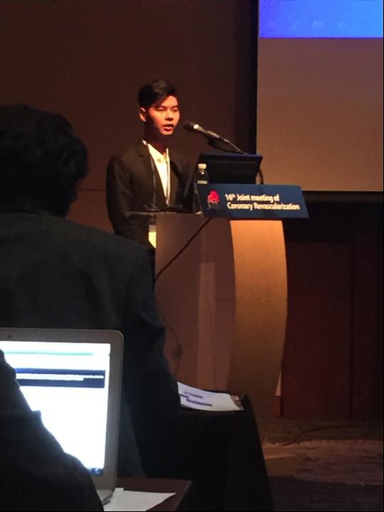 Sinh viên Trần Triển trình bày báo cáo khoa học tại Hội nghị Busan, Hàn Quốc