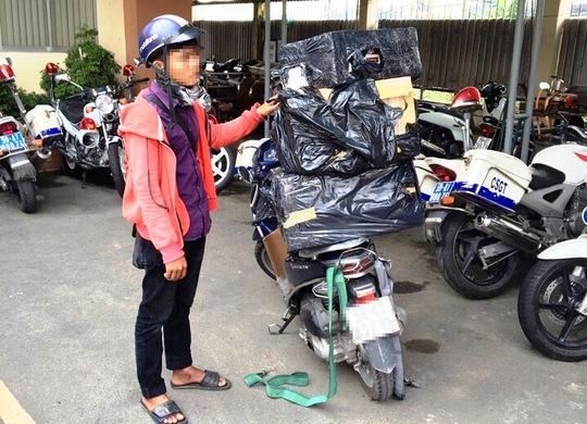 Nguyễn T. vận chuyển thuốc lá lậu bị bắt quả tang