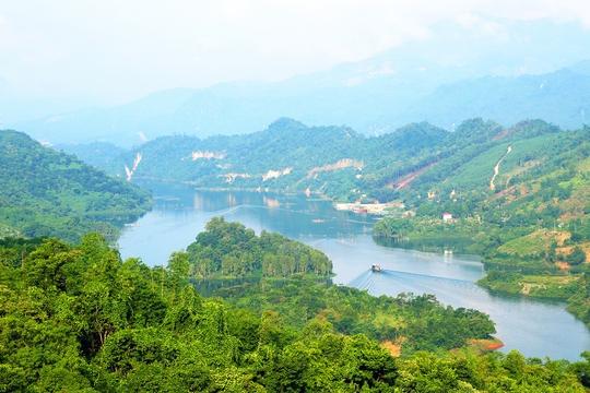 Khung cảnh nên thơ của lòng hồ sông Đà, Sơn La Ảnh: Saigontourist