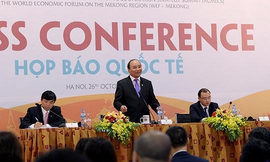 Thủ tướng Nguyễn Xuân Phúc lần đầu chủ trì họp báo quốc tế