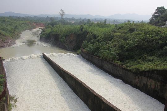 Hồ Kẻ Gỗ bắt đầu xả nước
