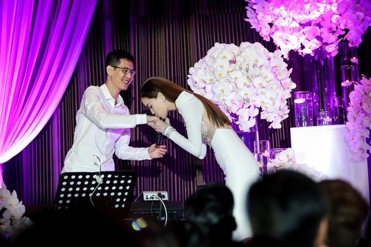 Kết hợp với nhạc sĩ Hoài Sa đã làm nên một Hồ Ngọc Hà rất khác trong âm nhạc