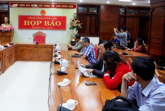 Quang cảnh trước cuộc họp báo