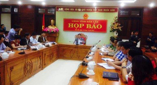 Ông Nguyễn Tuấn Hà, Phó chủ tịch UBND tỉnh Đắk Lắk, chủ trì cuộc họp báo
