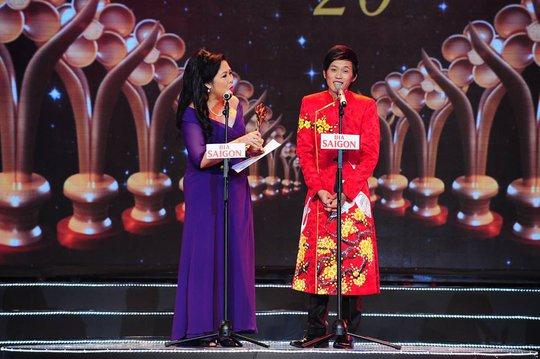 Nghệ sĩ Hoài Linh nhận Giải Diễn viên hài được yêu thích nhất tại lễ trao giải Mai Vàng lần thứ 20- 2014. Ảnh: Hoàng Triều