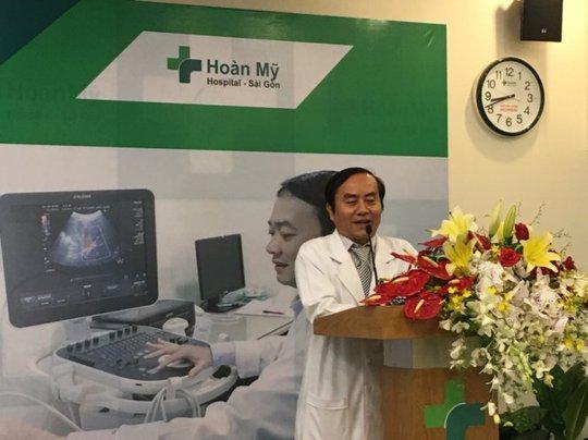 BS. Nguyễn Hữu Trâm Em, Giám đốc Bệnh viện Hoàn Mỹ Sài Gòn phát biểu chào đón các đồng nghiệp, chuyên gia đến tham dự và khai mạc hội nghị