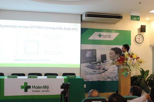 Cũng trong phiên báo cáo tổng quan, TS. BS. Nguyễn Tuấn đã mang đến hội nghị phần chia sẻ về giải pháp tầm soát ung thư gan mới, PIVKA-II, thu hút nhiều sự quan tâm của đồng nghiệp và được đánh giá cao bởi các chuyên gia