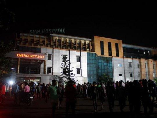 Ngọn lửa bắt nguồn từ khoa huyết học của Bệnh viện Sum. Ảnh: AP