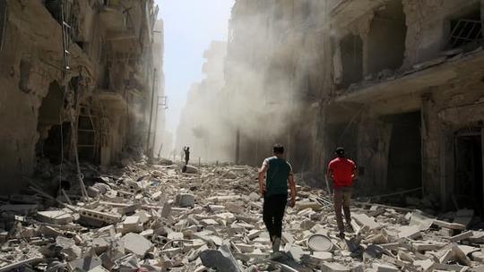 Khu phố al-Qaterji ở TP Aleppo tan hoang hôm 25-9. Ảnh: REUTERS